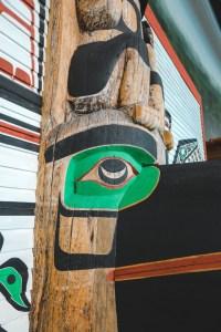 Totem vu de près au musée canadien de l'histoire