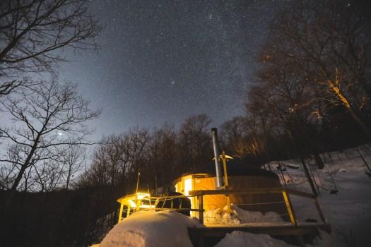 Nuit insolite dans une yourte au Québec en hiver