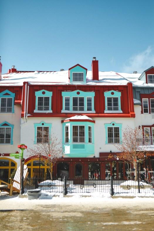 Maison colorée dans la station du Mont Tremblant au Québec