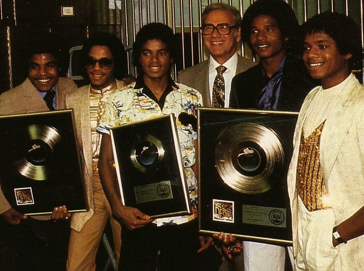 michael-his-brothers-and-tatum-oneal-celebrate-the-success-of-their-album-destiny(10)-m-2[1]
