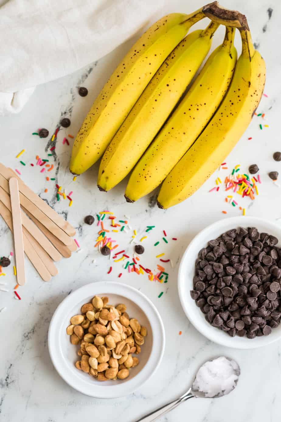 Ingredients for frozen banana pops