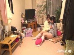 仲良しの激カワギャルがお泊り会でレズプレイをしちゃうrezu動画
