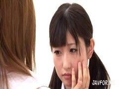超淫乱ドS痴女教師にレズ攻めされて潮噴きする激カワ童顔娘のrezu動画