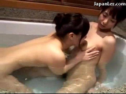 新井エリーが風呂場で淫乱お姉さんに美乳やおまんこを弄られて喘ぐれズビアンyuutyu-bu