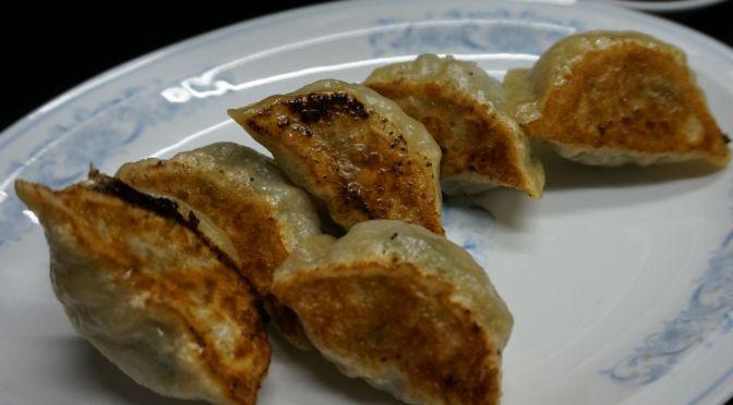 田町「名前のない餃子屋」店名がわからない餃子専門店らしく、誰かが便宜上そう名付けたようだ。寡黙なおばちゃんが作る餃子美味しいよ。