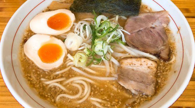 江古田「一心軒」学生に大人気。やや硬質な自家製太麺で味噌ラーメンを味わう。