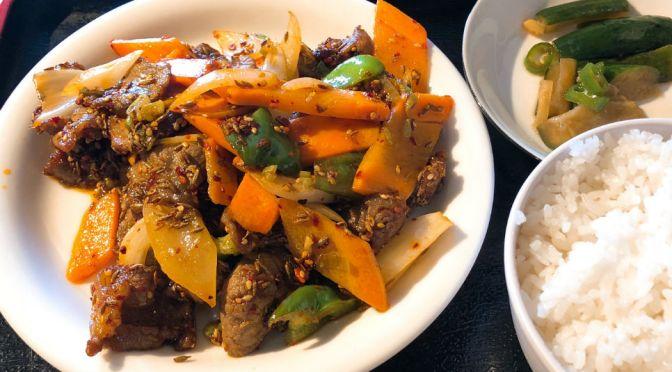 新大久保「東北烤羊腿」朝鮮系中国料理のラム肉のクミン炒め。