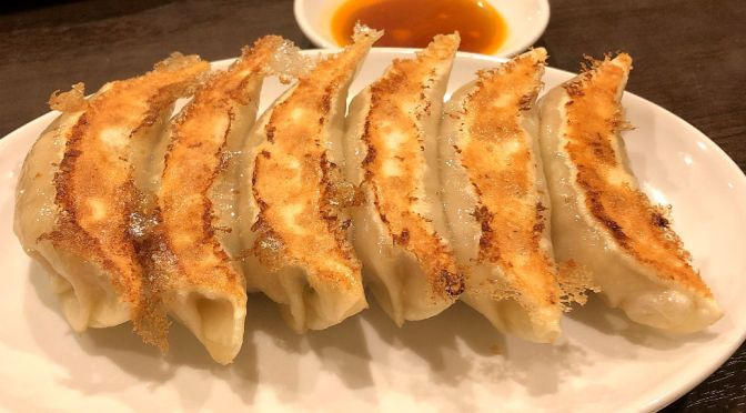 立川「四つ角飯店」何気なく旨いスタイリッシュなフォルムの餃子。何個でも食えるな。