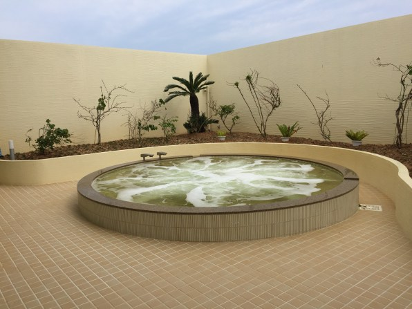 outdoor jetted bath