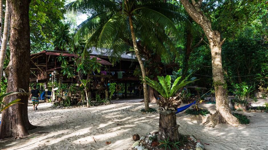 captain longhouse kapas island