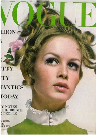 twiggy-by-richard-avedon-for-vogue-us-july-1967-7