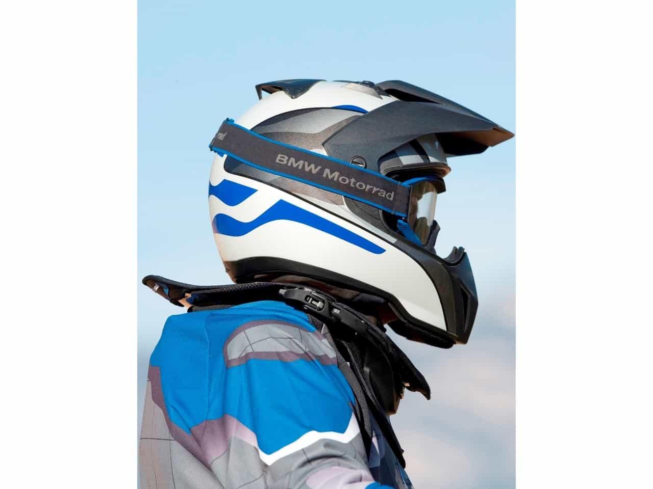 A karbonszál, üvegszál és kevlár kombinációjából készülő nyakvédő körülbelül 120 ezer forint