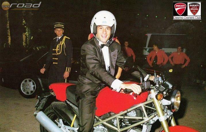 Ritka kép: Senna a nyeregben
