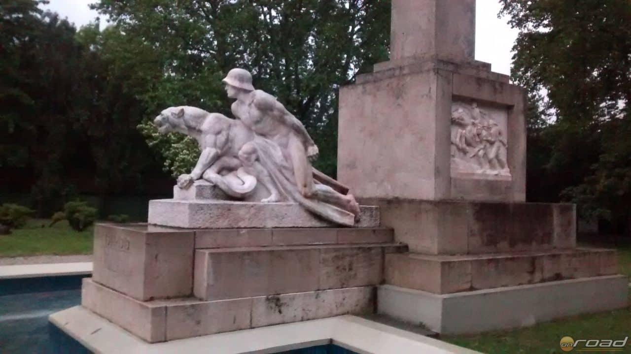 A szobor Győrben