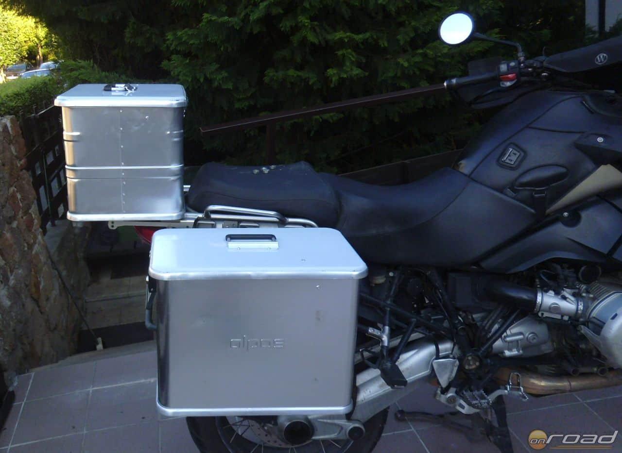 Az új dobozokkal (főleg a hátsóval) sokkal harmonikusabban néz ki a motor