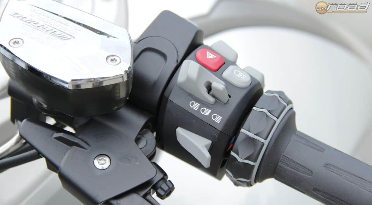A kis tekerőkapcsoló a menü vezérlésének fő eszköze