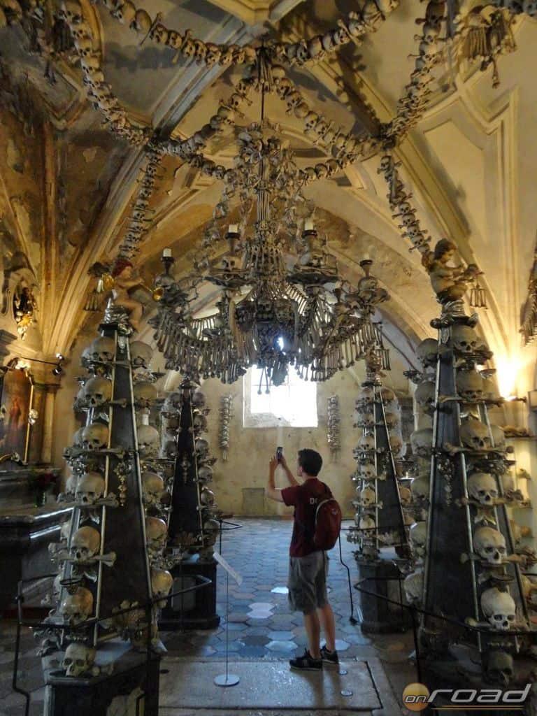 Kutna Hora, Csonttemplom. Az altemplomban sokkot kapsz - ezek mind emberi csontok!