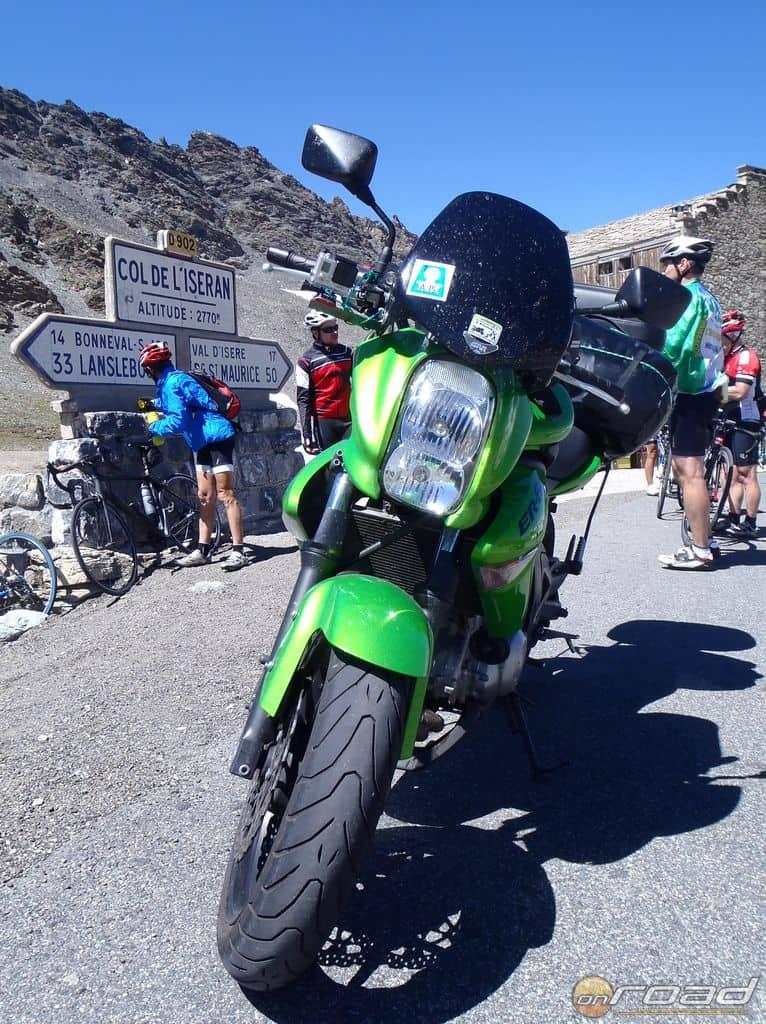 2'770 méter magasra motorral? Semmi! Na de biciklivel!!!