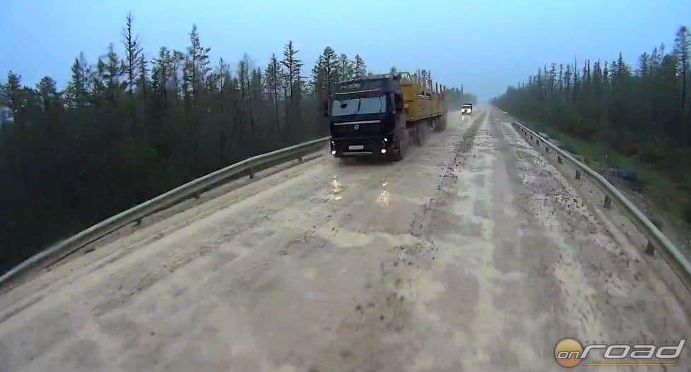 Lena Highway. Igen, Szibériába ilyen utakon lehet eljutni. Ez ott autópálya...