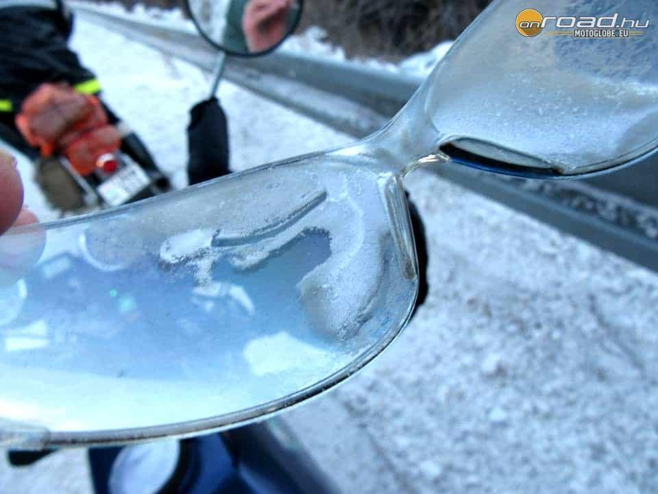Így ráfagyott a szemüvegre a párás lehelet