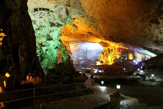 Grottes de Sung Sot ou Grottes des Surprises