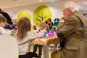 Burgemeester schuift aan belangrijkste maaltijd van de dag op Sonnewijzer