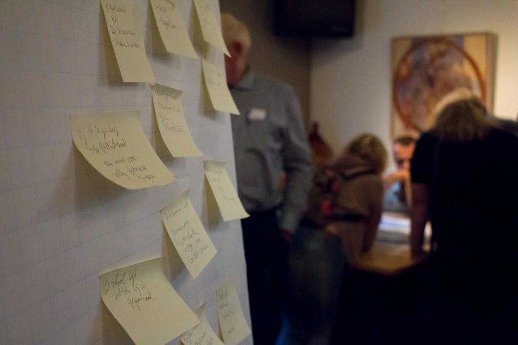 Post-it notes met de mening van de mensen uit Breugel
