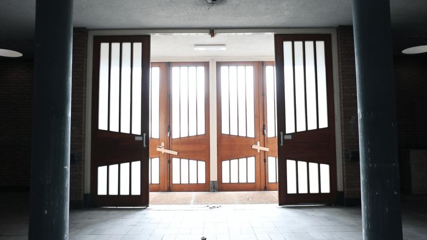 De deuren van de voormalige Sint-Petrus' Bandenkerk