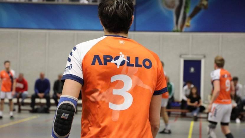 De achterkant van het shirt van handbalvereniing Apollo