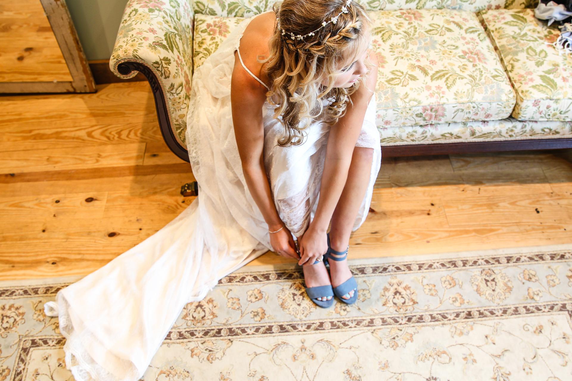 Jordan + Kevin Wedding On Sunny Slope Farm Wedding Venue by Linda Hexter Photography (10 of 30)