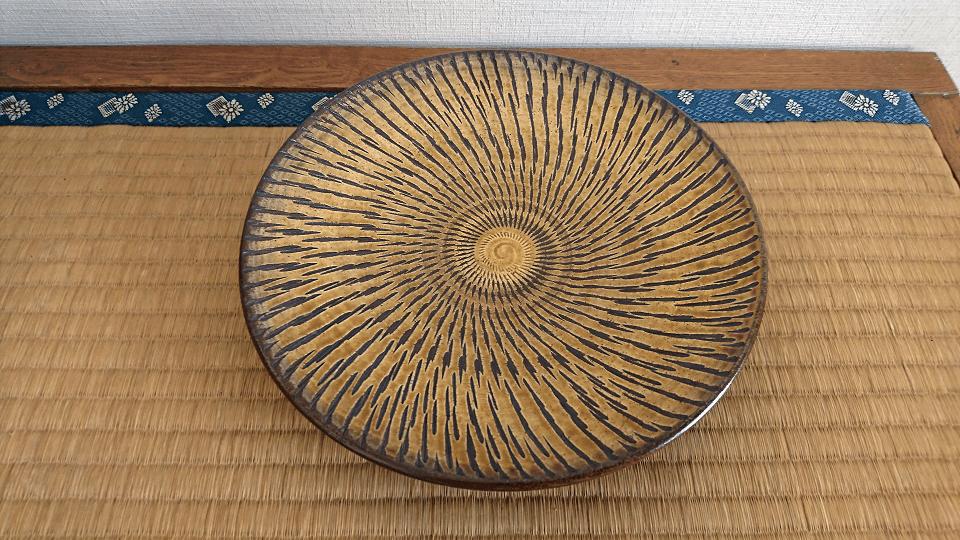 小鹿田焼 入荷 8寸皿 黄 トビ鉋 坂本浩二窯