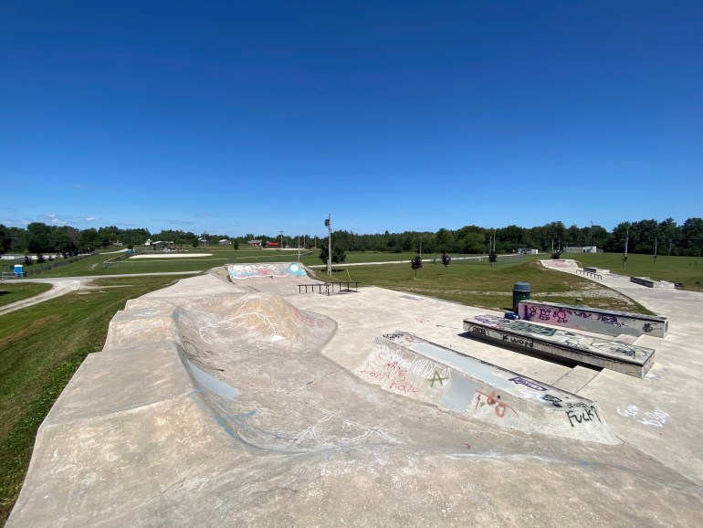 cannington skatepark looking closer at the entrance section