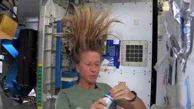 غسل الشعر في الفضاء