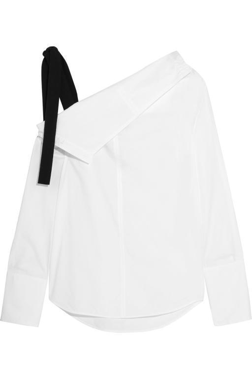 القميص الأبيض مع الجينز للإطلالة شبابية و رسمية في وقت واحد