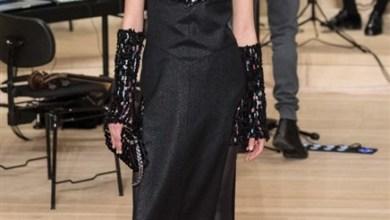 أبدعت دار شانيل Chanel في عرض ازياء ما قبل خريف 2018 في باريس عبر التناقضات التيجمعت بين النمط العصري والكلاسيكي
