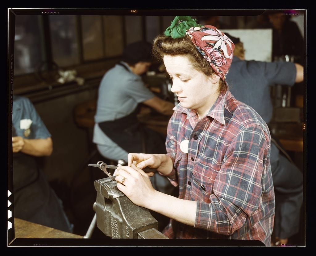 trabajadora en Vilter Co., Milwaukee, EE.UU, 1943. Foto: Howard R. Hollem ©Library Congress-Wikimedia Commons