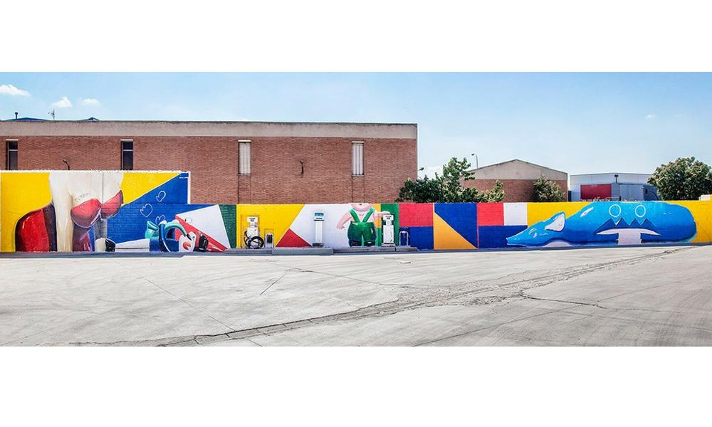 obra de Ana Barriga en los muros del recinto de las oficinas