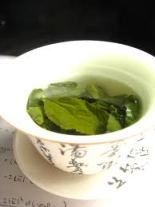 Who made the first tea - leaves in a chinese cup