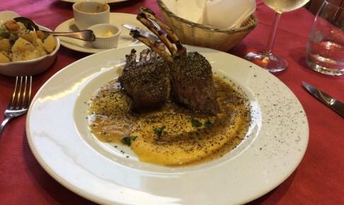 メイン料理のラム肉(野菜付き)