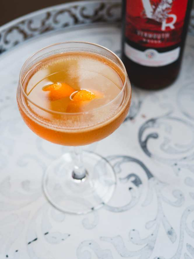 Whisky and sweet vermouth cocktail