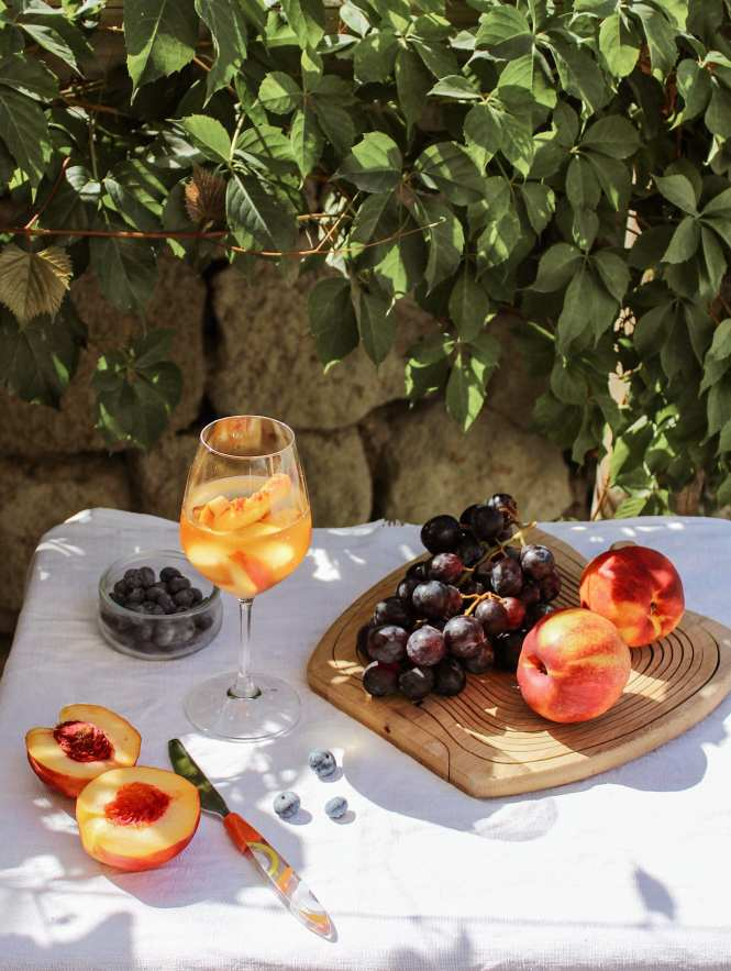 peach cocktail and fresh fruit