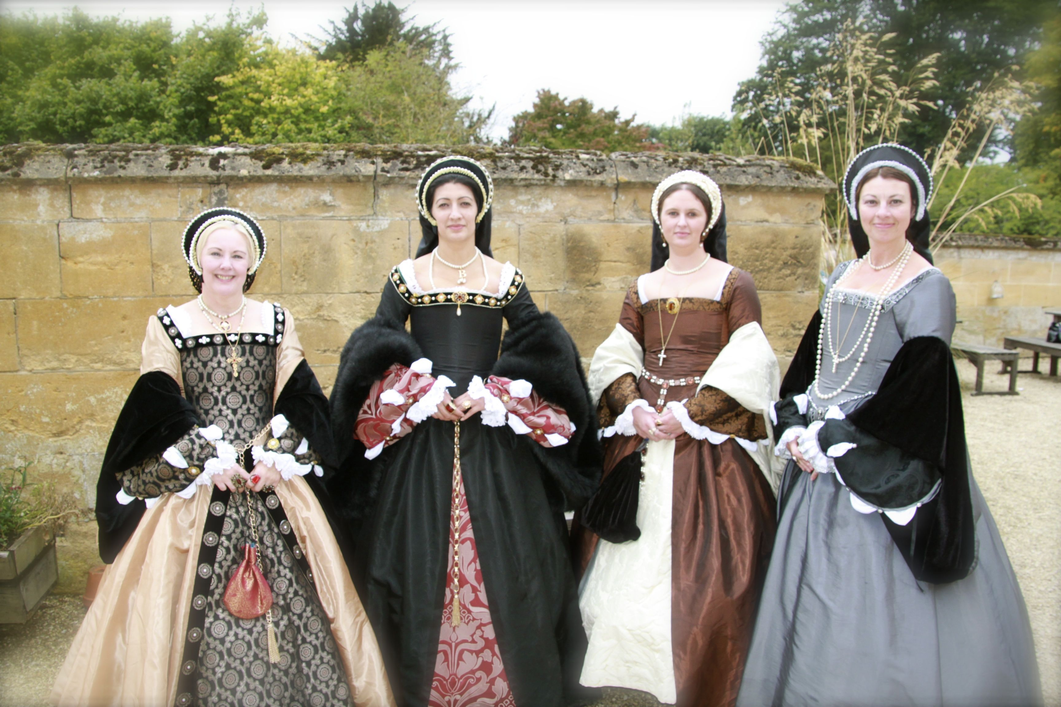 What Did A Noble Tudor Lady Wear?