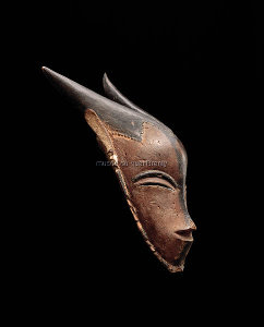 Horned mask, gu, attributed to the Master of Bouafle. Guro, Cöte d'lvoire. 19th century. Wood. Museum Rietberg, Zurich