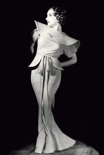 carmen-miranda-photographed-by-annemarie-heinrich-in-buenos-aires-c-1930s