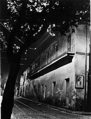Horacio Coppola (1936) Nocturno, calle Chile y Balcarce