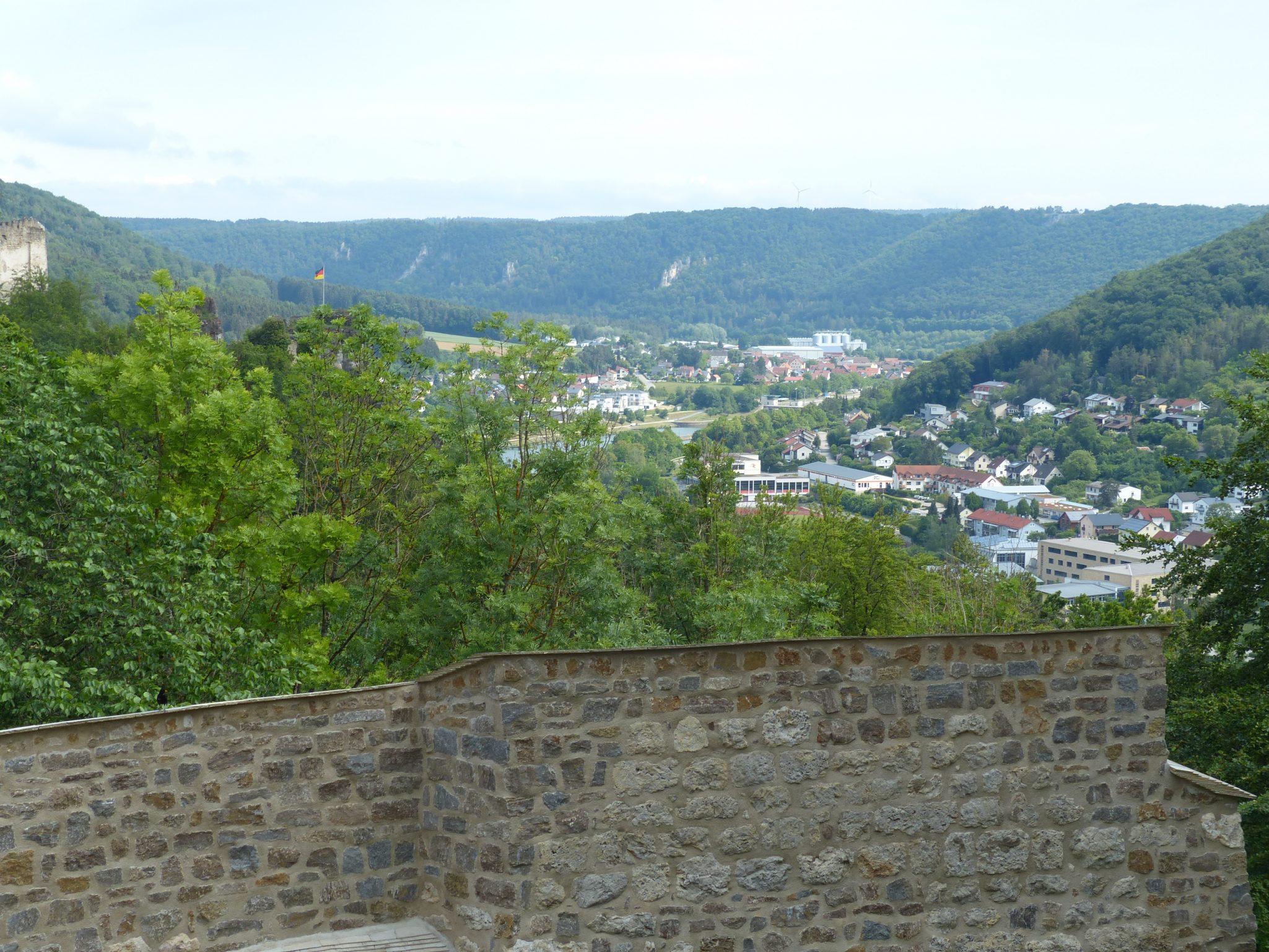 Burganlage Riedenburg Aussicht auf Riedenburg