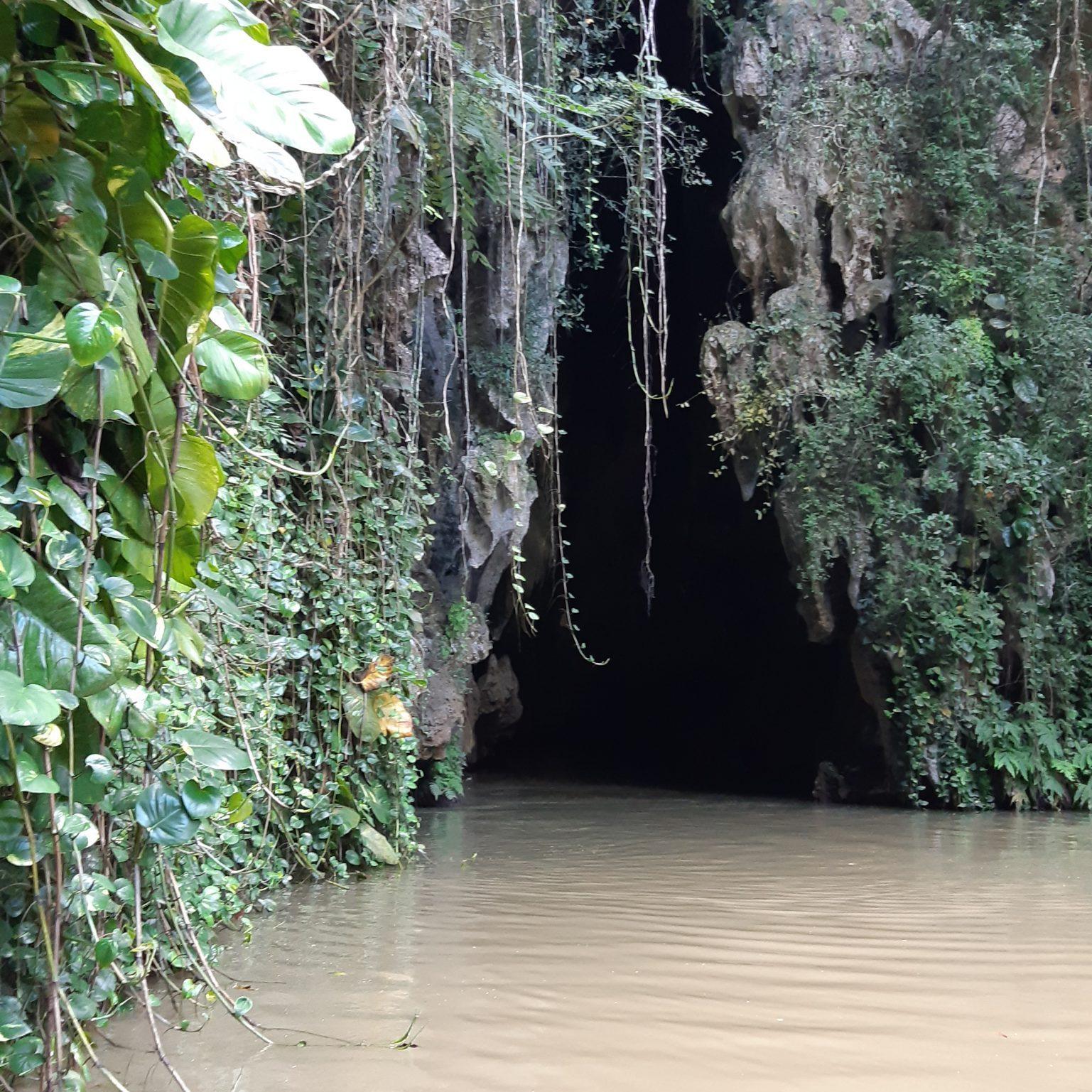 Pinar de Vinales Fluss unterm Berg