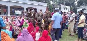 গাইবান্ধায় সেনাবাহিনীর সহযোগীতায় ভিজিএফ এর চাল বিতরন