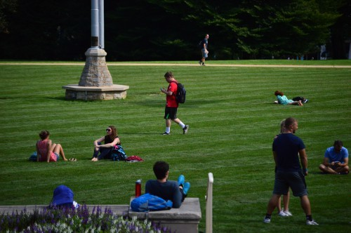 10 Ways To Enjoy The Weather - Old Main Picnic 2