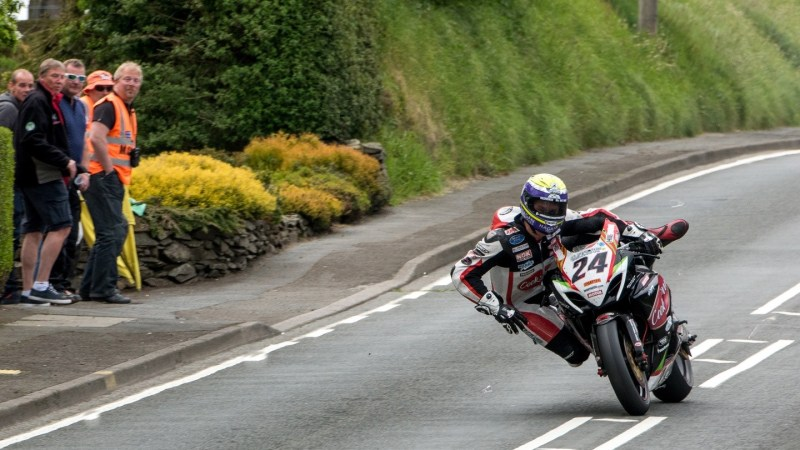 Isle-of-Man-TT-Rider-disbalance-OnwayMechanic